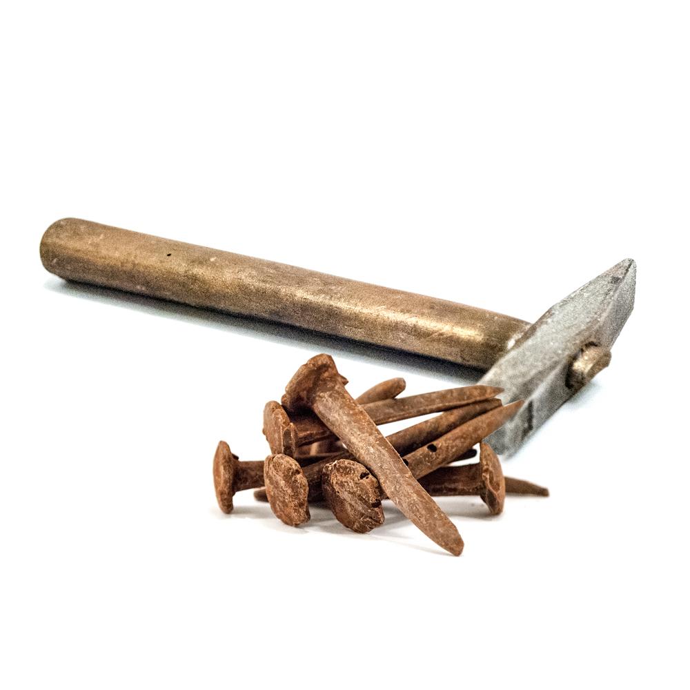 Kleinen Hammer und Nägel mit Rost Kakao Pulver 100 g | Chokodesign