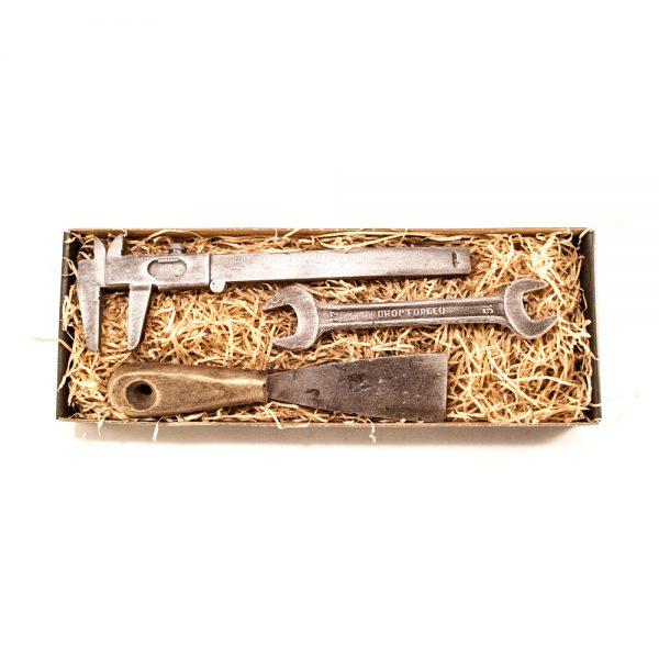 Skydelære, spartel samt lille fastnøgle i stor gaveæske 130 g