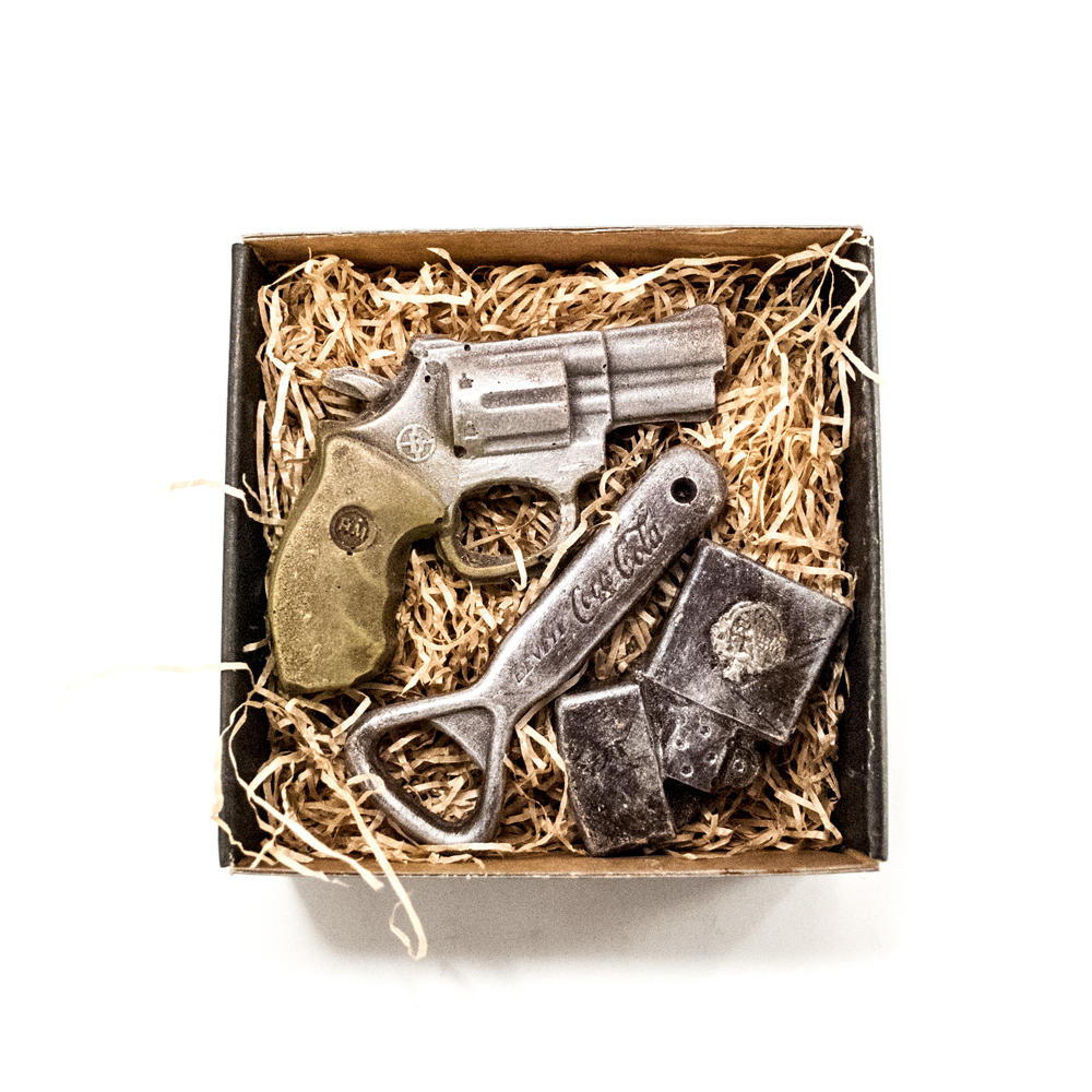 Lighter, oplukker samt revolver i lille gaveæske 155 g